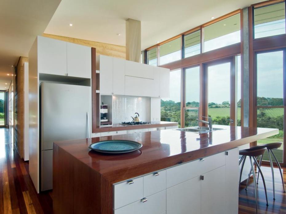 https://hgtvhome.sndimg.com/content/dam/images/hgtv/fullset/2014/5/19/0/original_Mihaly-Slocombe-ironbark-timber-kitchen-countertop.jpg.rend.hgtvcom.966.725.suffix/1400988785648.jpeg