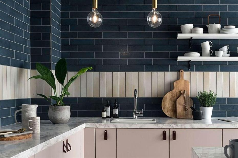 https://loveincorporated.blob.core.windows.net/contentimages/gallery/0d995705-3a0e-4a77-8acc-bcc9633d4bef-kitchen-wall-tile-ideas.jpg